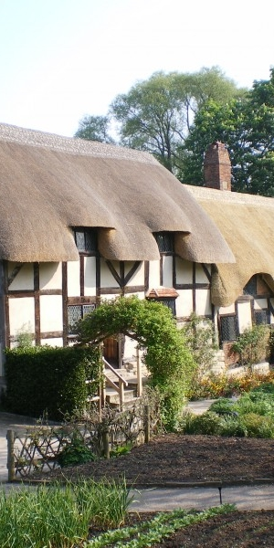 This picturesque thatched cottage was the home of the Hathaway family for almost 400 years!